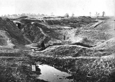 Petersburg_crater_aftermath_1865
